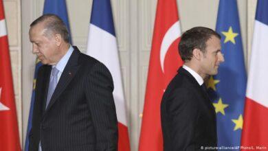 صورة أردوغان يسب ماكرون .. وفرنسا تستدعى سفيرها من تركيا