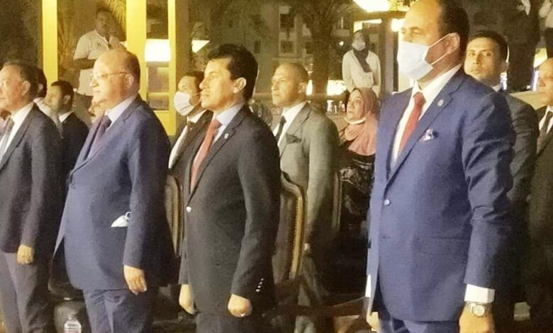 شباب القاهرة يحتفل بعيد النصر
