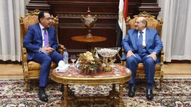 صورة رئيس الوزراء يزور مقر مجلس الشيوخ لتهنئة المستشار عبد الوهاب عبد الرازق