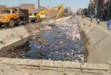 صورة بالصور .حفارات ري الجيزة تزيل القمامة من  احدى الترع بعد تبطينها